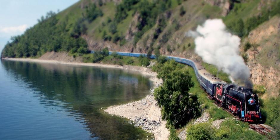 Golden-Eagle-au-bord-du-fleuve