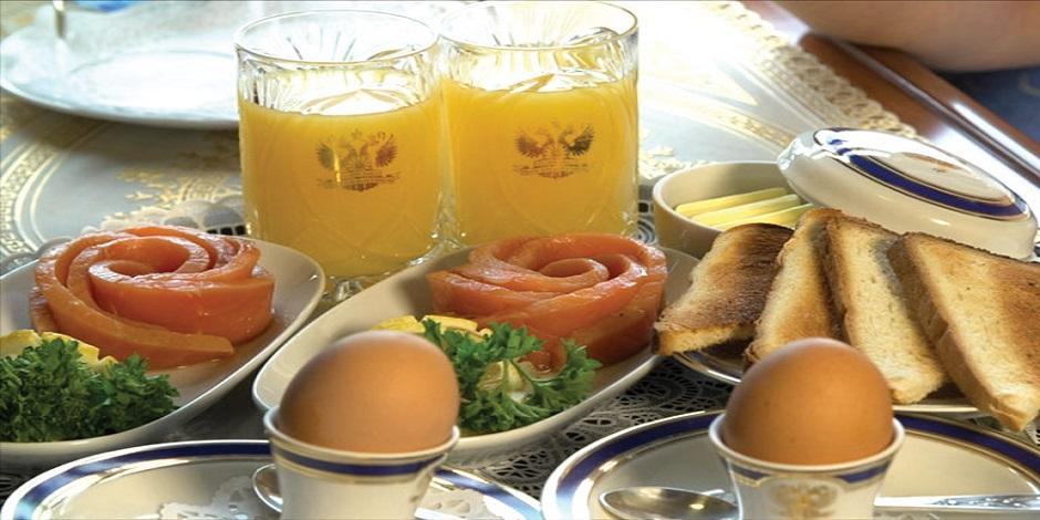 Petit déjeuner dans le train privé Transibérien